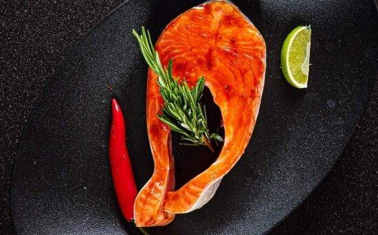 Стейк из лосося в соусе «КраснаяАзия»