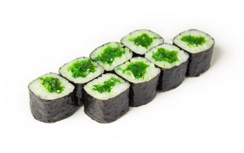 Мини-ролл с салатом чука