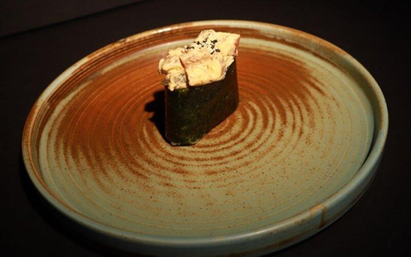 Острые суши с угрём