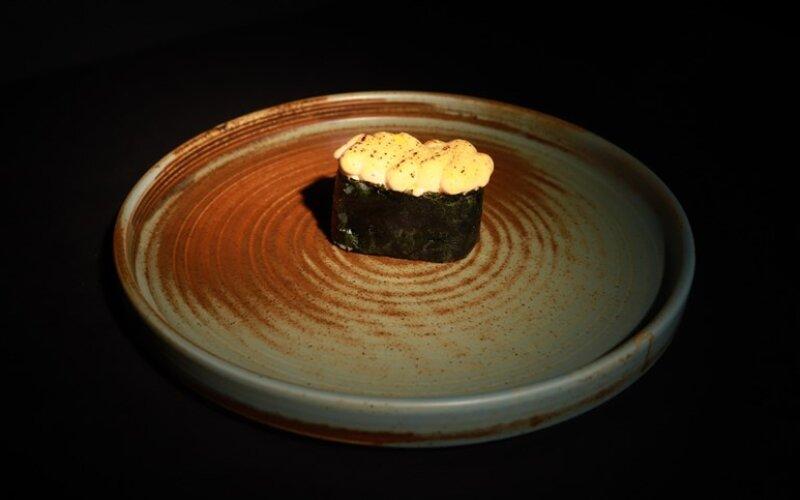 Запечённые суши с тигровой креветкой