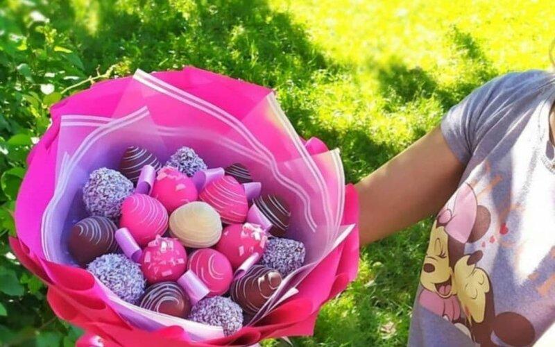 Букет «Ярче» из клубники в шоколаде