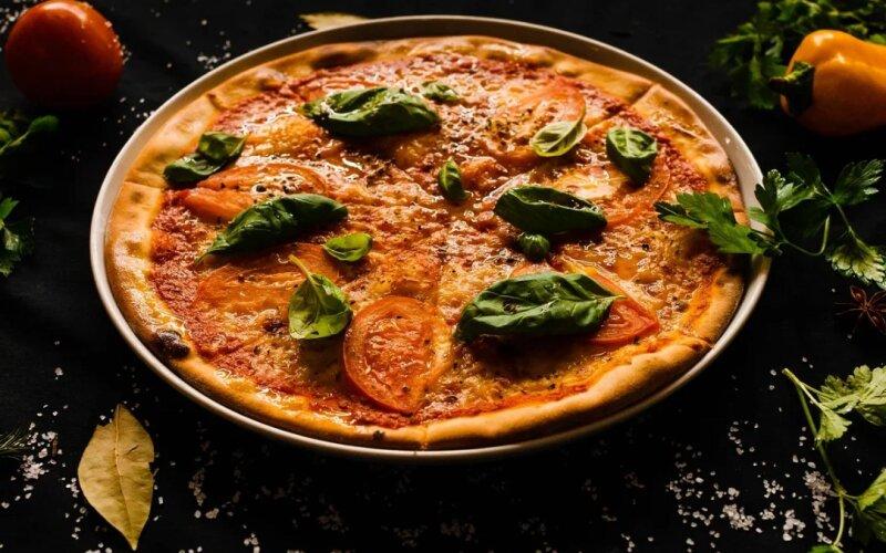 Пицца «Маргарита с базиликом»