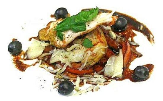 Салат с курицей-гриль и печёными помидорами
