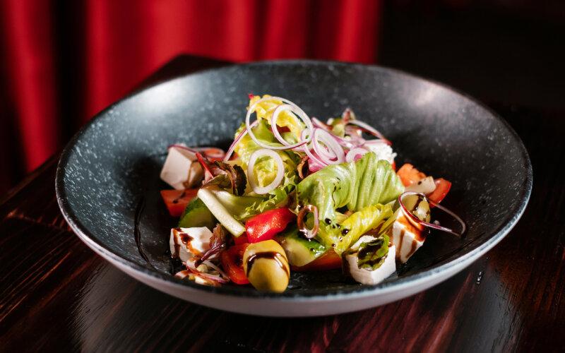 Салат «Греческий» с гигантскими оливками