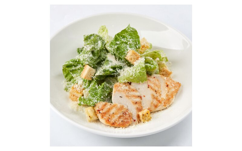 Салат «Цезарь» с тёплой курицей