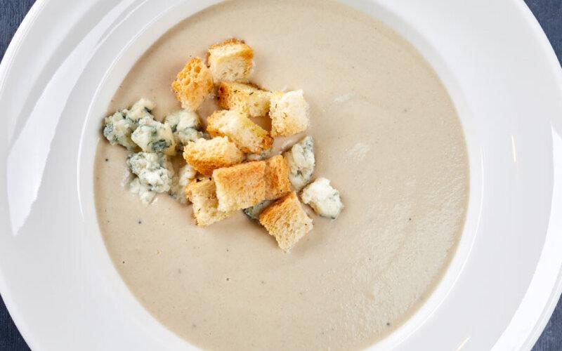 Крем-суп из шампиньонов с сыром «Дорблю»