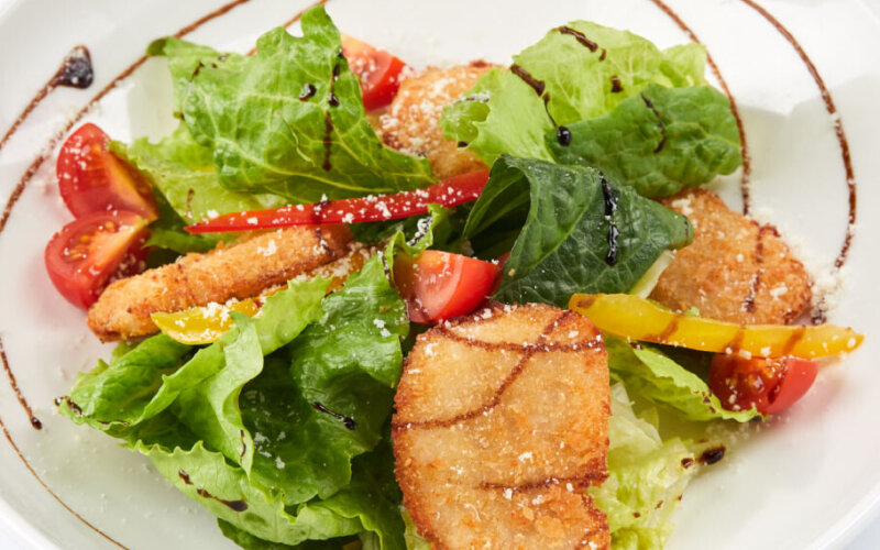 Салат с курицей «Панко»