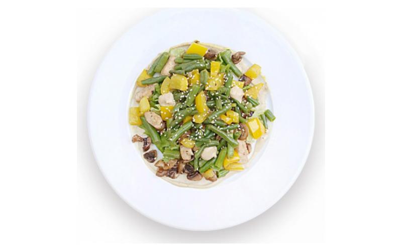 Тёплый салат с курицей и грибами