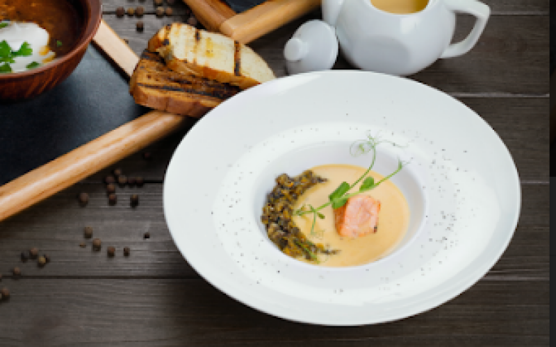 Крем-суп с лососем и грибами