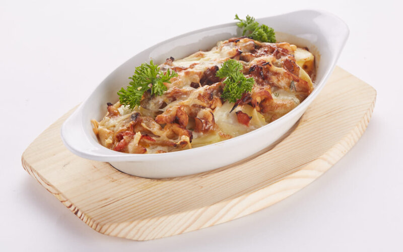 Картофельно-грибная запеканка с курицей