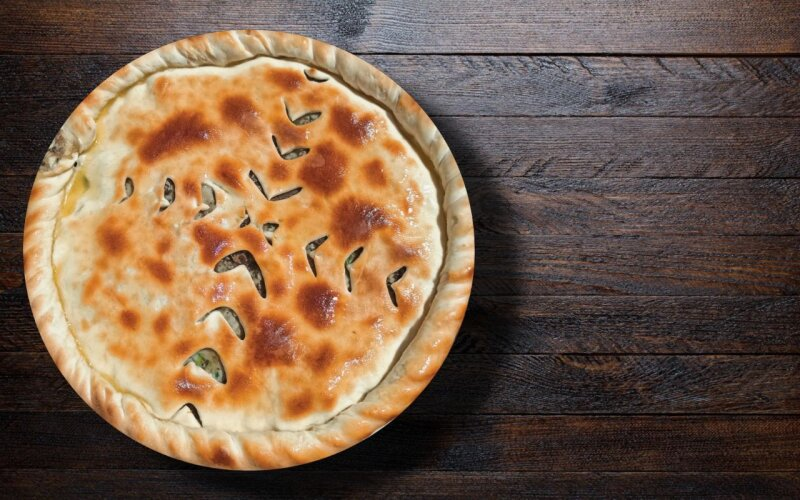 Пирог из оленины с грибами