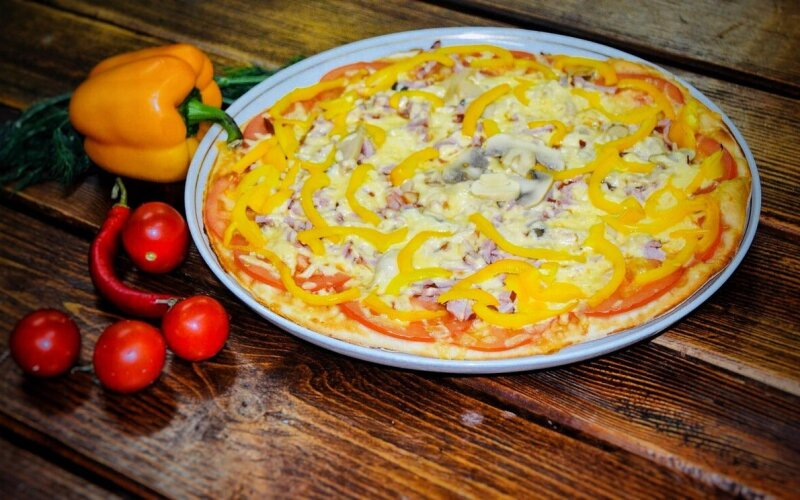 Основа для пиццы с соусом