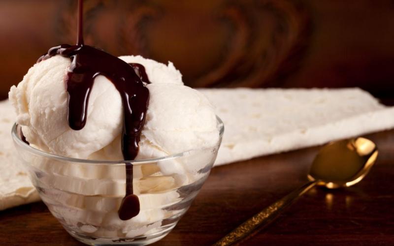 Мороженое сливочное с топпингом