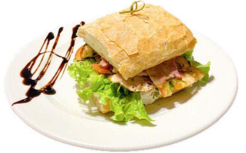"""Сэндвич с цыпленком и соусом """"Цезарь"""""""