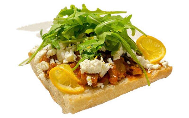 Сэндвич с печёными овощами и сыром «Фета»