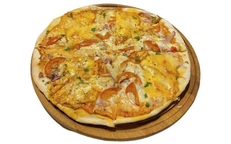 Пицца с грудинкой и тремя видами сыра