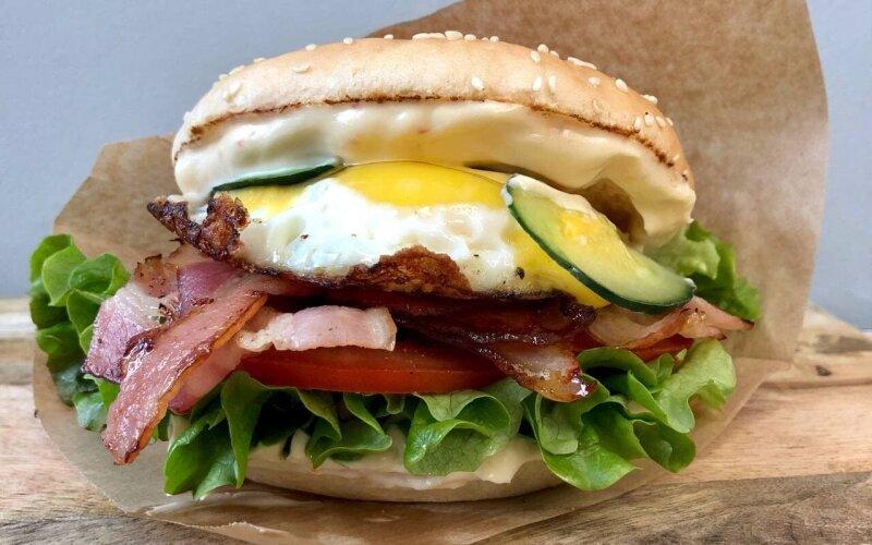Бургер «Бекон-яйцо»
