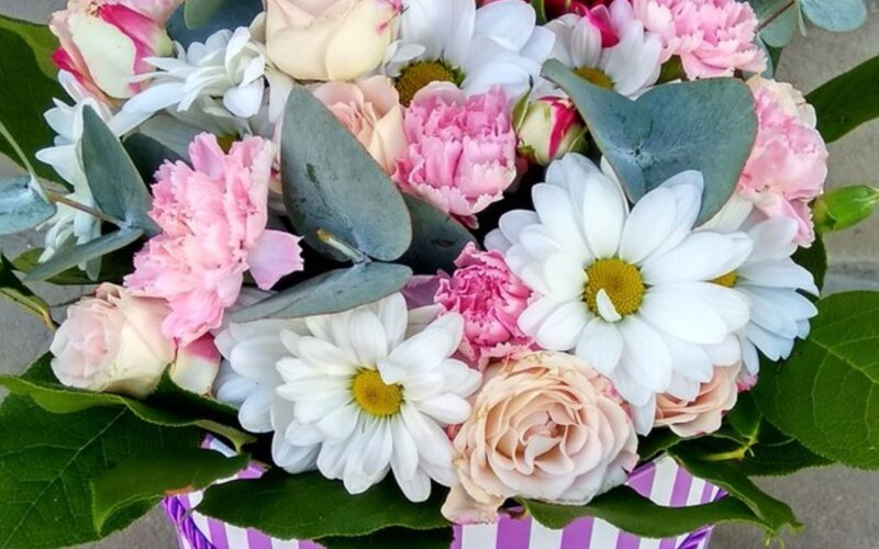 Коробка с цветами «Лучше слов»