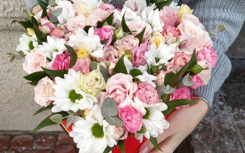Цветы в сердце для нее