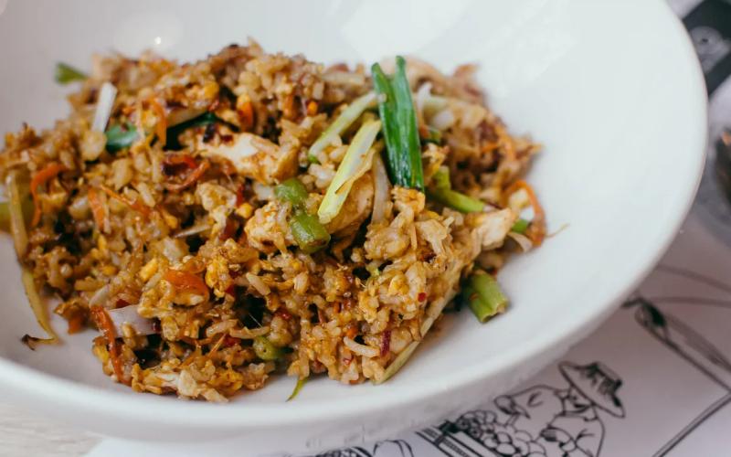 Жареный рис с цыплёнком