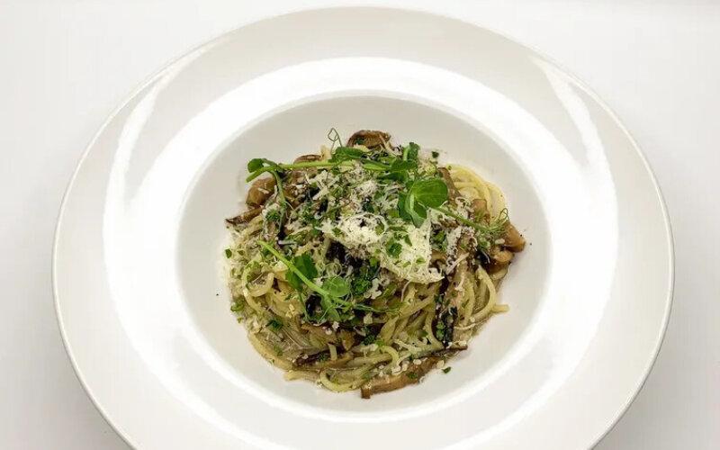 Паста с шиитаке и трюфельно-грибным соусом