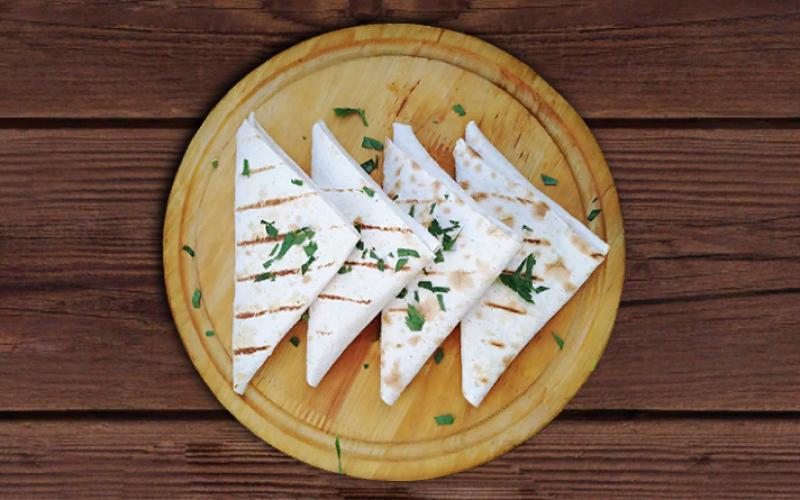 Лаваш с помидорами, сыром и зеленью