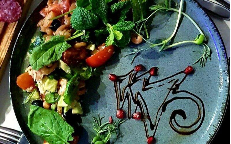 Салат «Бриз» с креветками и шпинатом