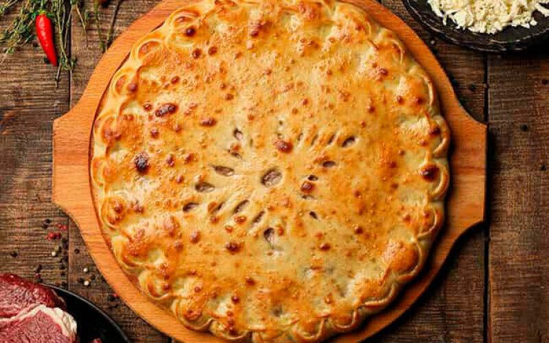 Пирог с говядиной и сыром