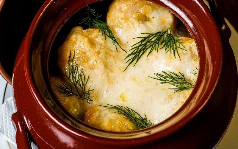 Пельмени, запечённые в сырном соусе