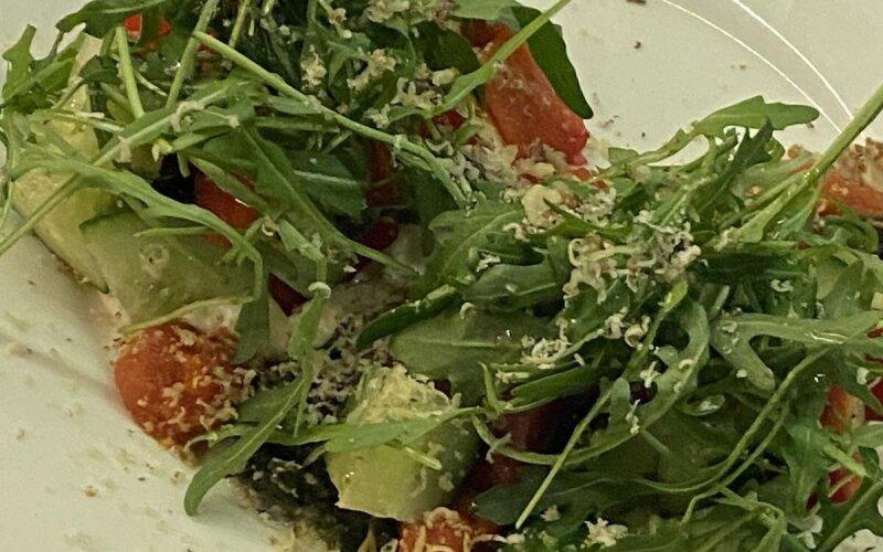 Салат с огурцами «Kvass and pickle»
