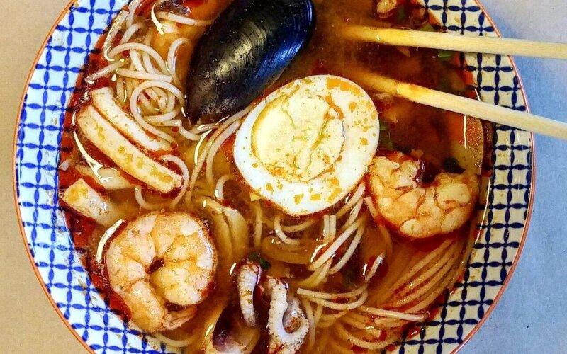 Суп «Рамэн» с морепродуктами