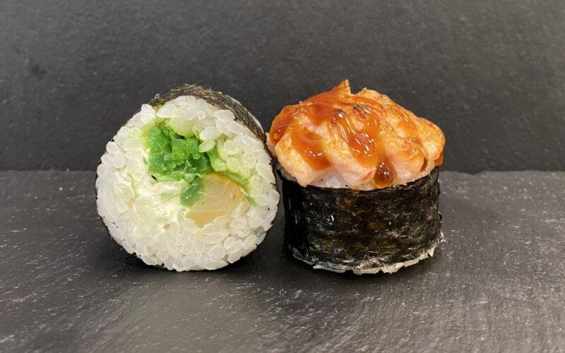 Запечённый ролл с чукой и масляной рыбой