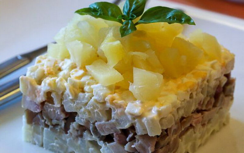 Салат «Курица с ананасом»