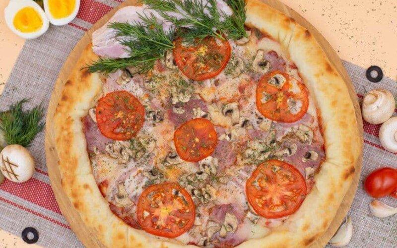 Пицца «Фирменная» с бортами