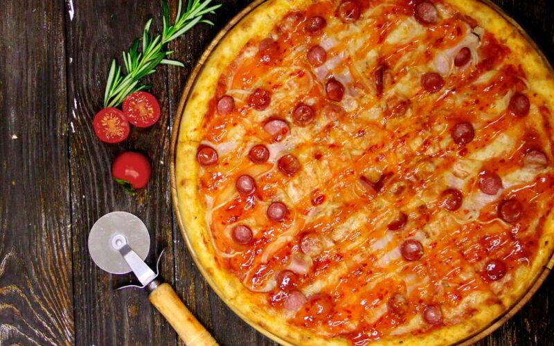 Пицца «Колбаски с сладким чили»