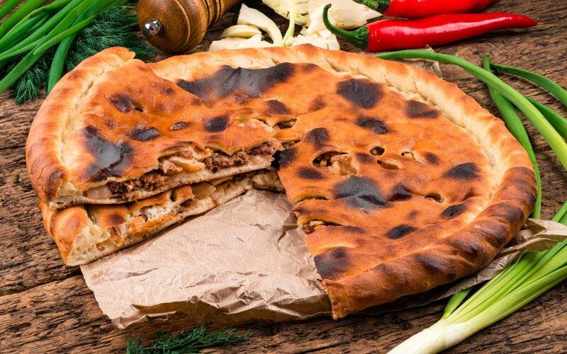 Осетинский пирог с  говядиной и капустой