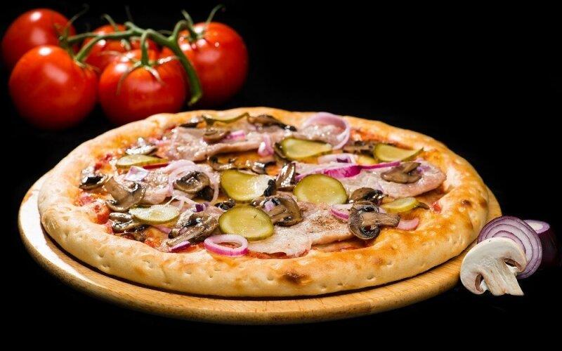 Пицца на толстом тесте «Карбонад»