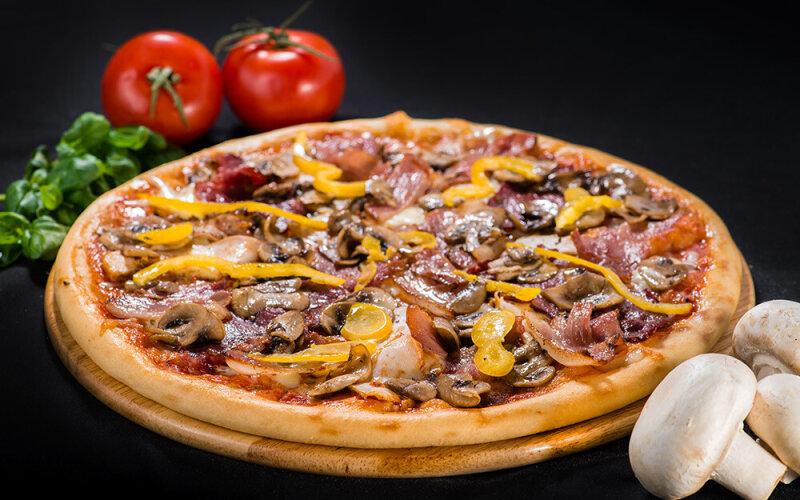 Пицца на толстом тесте «Четыре мяса»