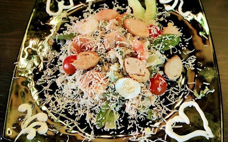 Салат «Морской Цезарь» с креветками