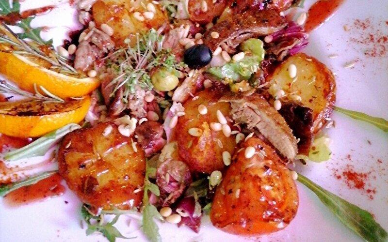 Тёплый салат с уткой и апельсинами