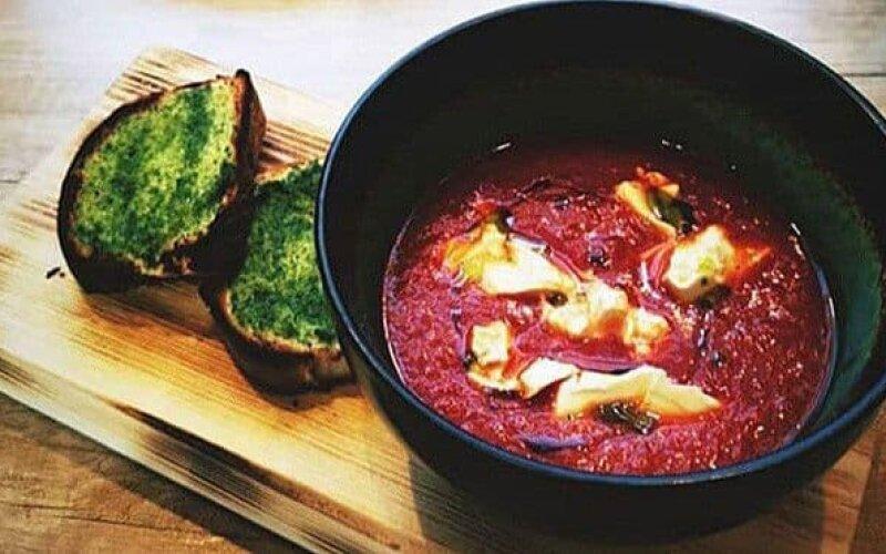 Томатный суп с сыром «Тофу» и запечённым багетом