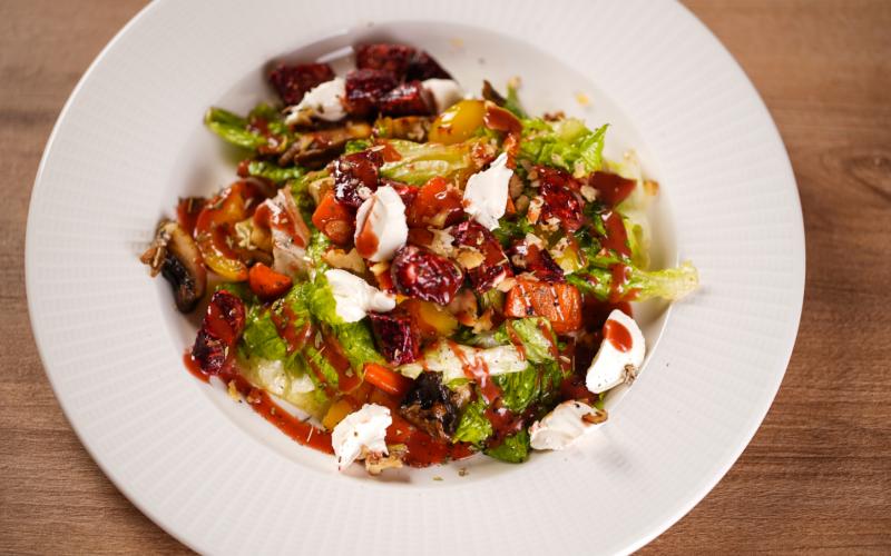 Салат с печёными овощами и творожным сыром