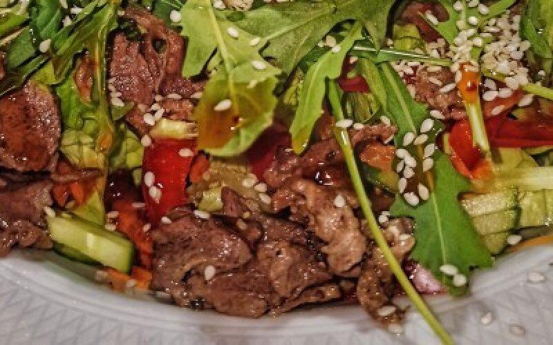 Салат с ростбифом из оленины