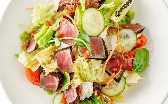 Салат «Сакана сарада» с лососем