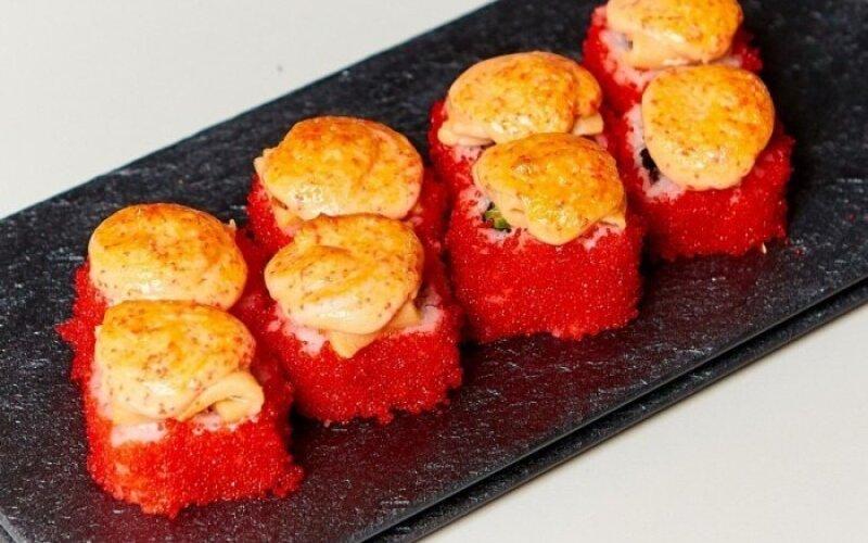 Запечённый ролл «Сырный» с лососем