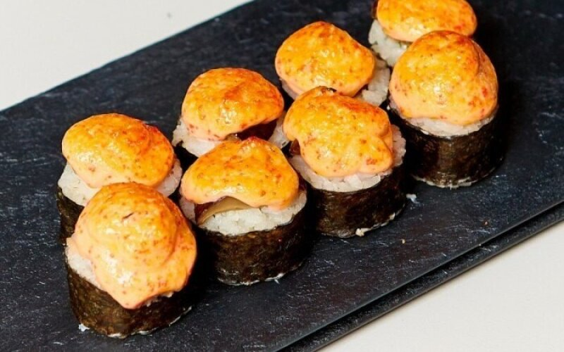 Запечённый ролл «Сырный» с грибами