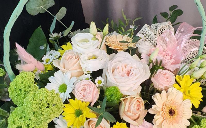 Корзина цветов «Весенний вальс»