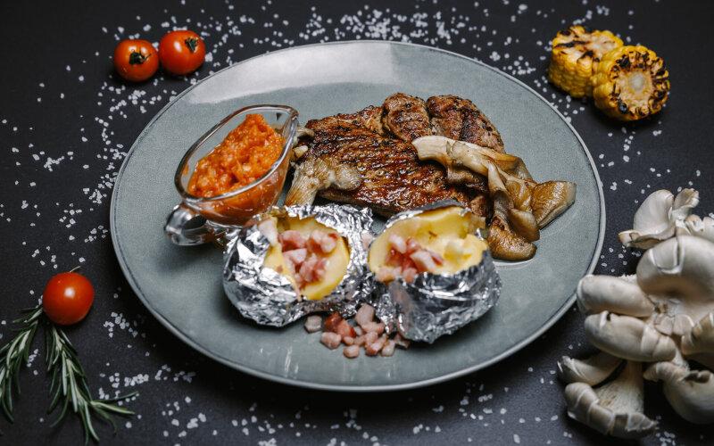 Стейк из свиной шеи с домашней аджикой, вёшенками и запечённым картофелем
