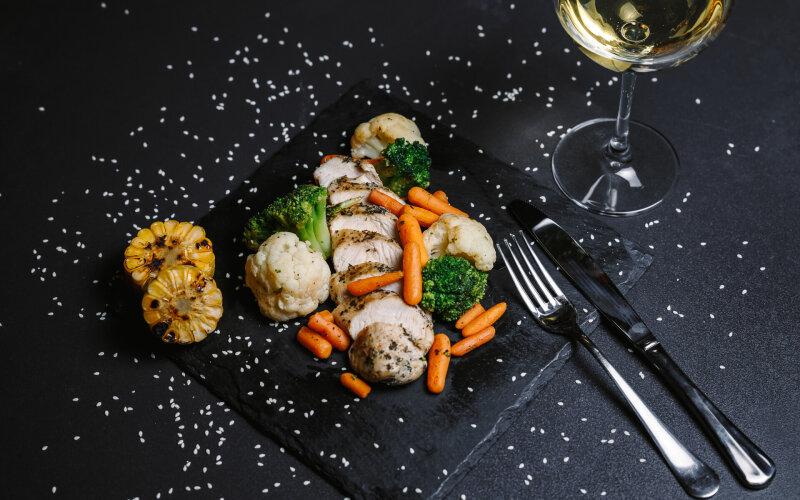 Диетическое филе индейки с овощами на пару