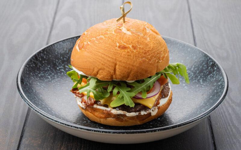 Бургер «Чеддер&бекон»